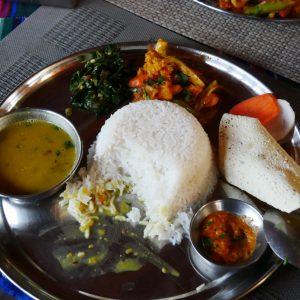 Dhal Bhat - Linsen, Spinat, Kartoffelcurry, Reis, Papad - gibt es überall (Kagbeni 2800Hm)